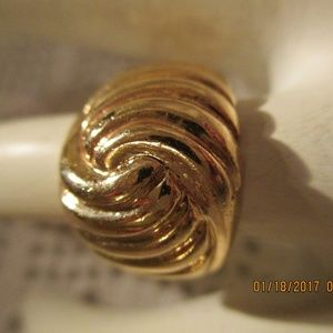 7.9 Gram 14K GOLD SWIRL SHRIMP Ring Dome Ring